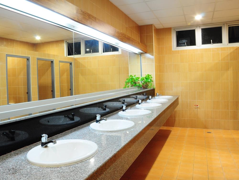 Lời khuyên cho việc chọn vách ngăn nhà vệ sinh trường học mới