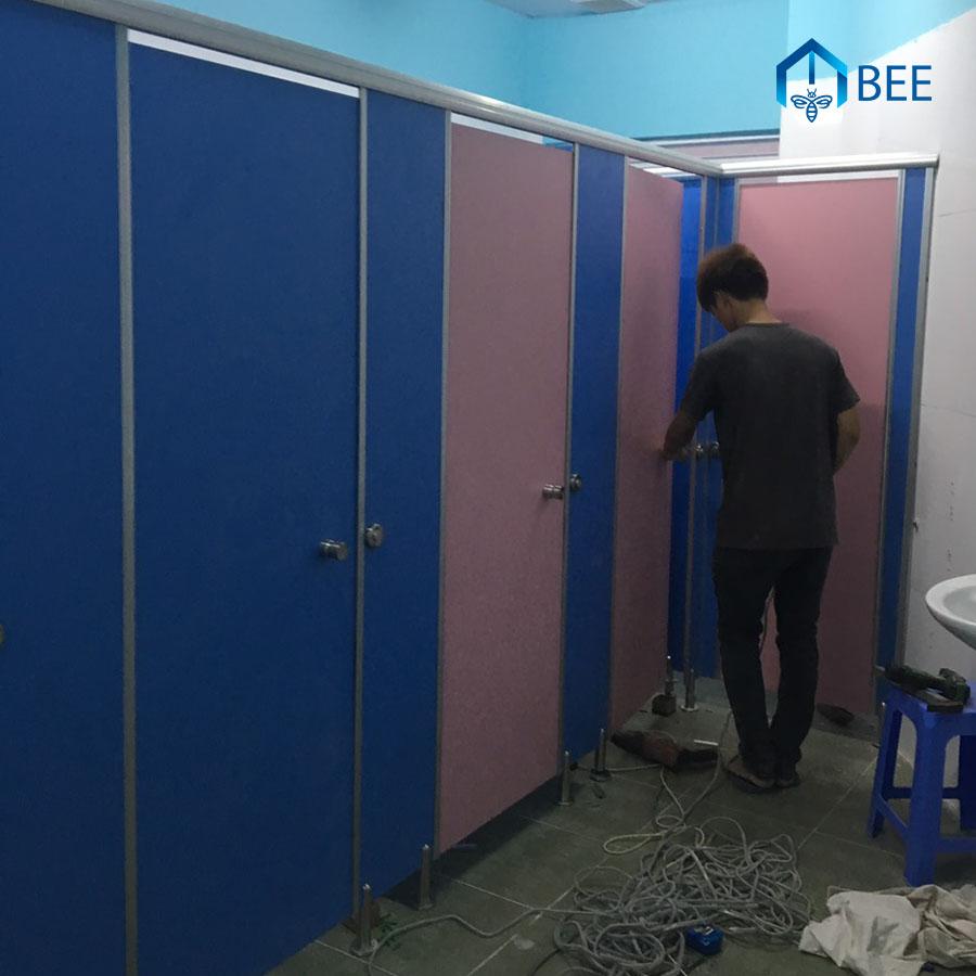 Thi Công Vách Ngăn Vệ Sinh Tấm Compact HPL tại Quảng Ninh