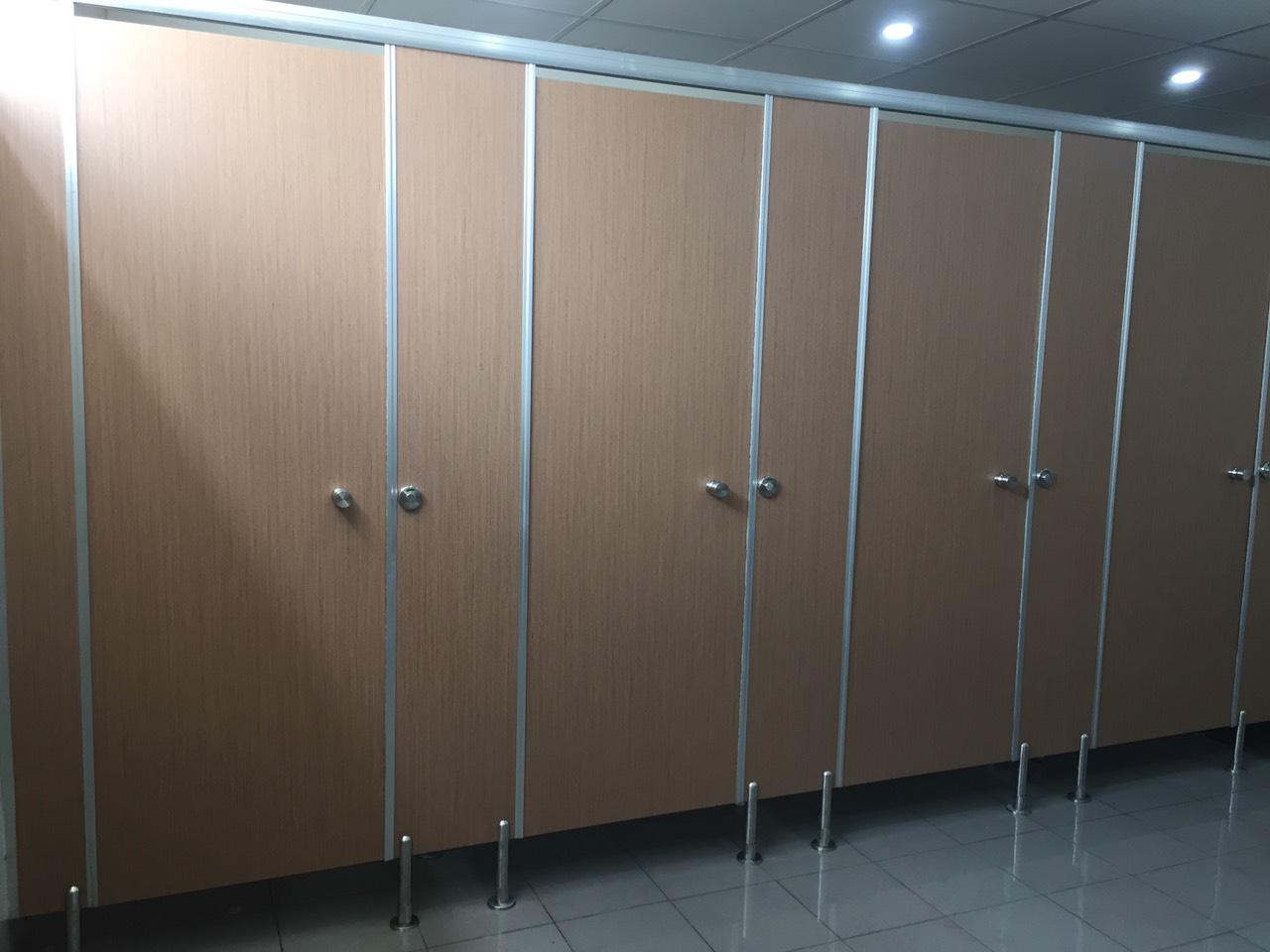 Bán vách ngăn nhà vệ sinh tấm compact hpl cần thơ